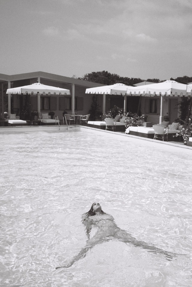 Zoi Aggeliki by Jean Pierrot.jpg
