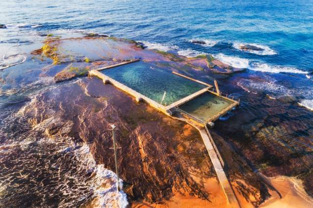 Mona Vale beach on the Pacific ocean coast, Sydney.jpg